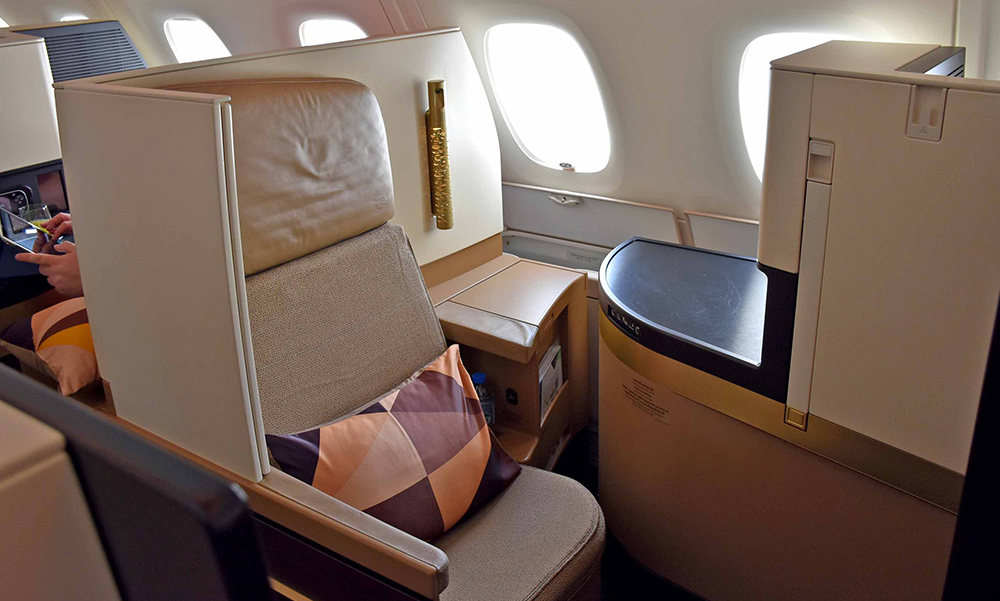 Business-First-Class-Meal-Tables-services-10