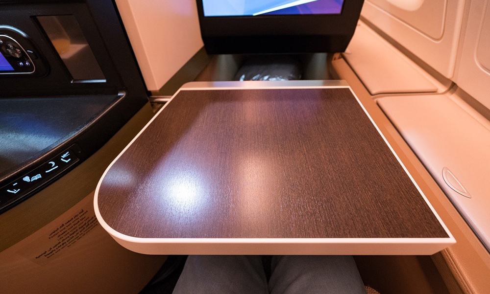 Business-First-Class-Meal-Tables-services-12